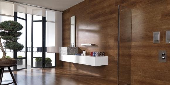 Обшивка стены ванной ламинатом