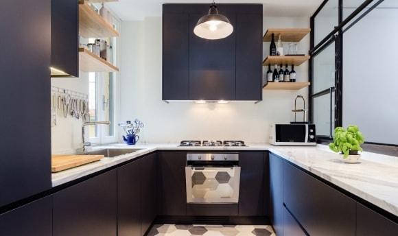 П-образный кухонный гарнитур в скандинавском стиле