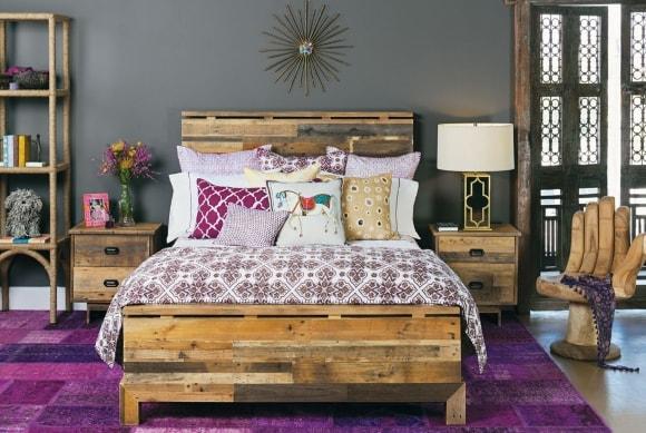 Самодельная кровать в сканди-интерьере