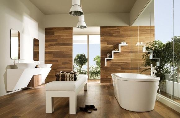 Стена в ванной обшитая ламинатом