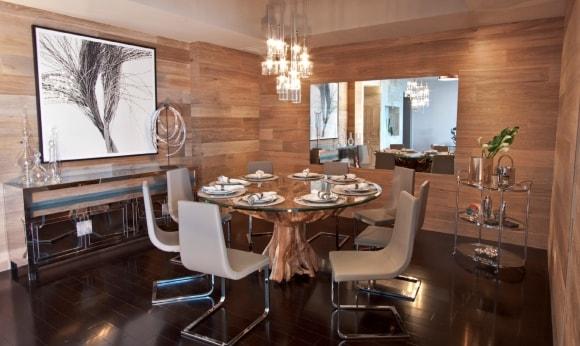 Стены кухни зашитые ламинатом