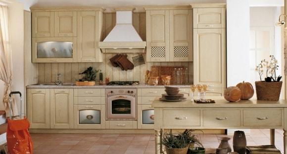 Кухня в стиле прованс бежевого цвета