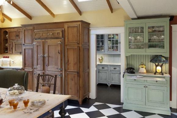 Кухня в стиле прованс с буфетом