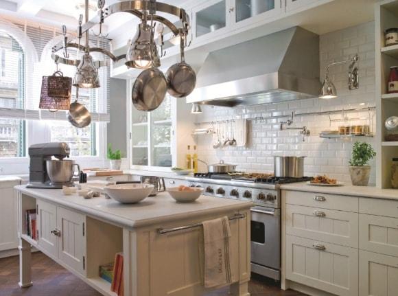 Кухня в стиле прованс с фартуком