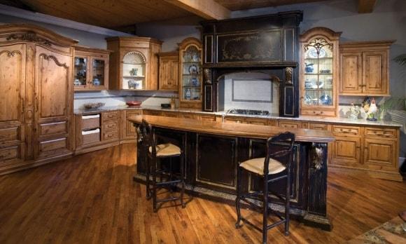 Кухня в стиле прованс с искусственно-состаренной мебелью