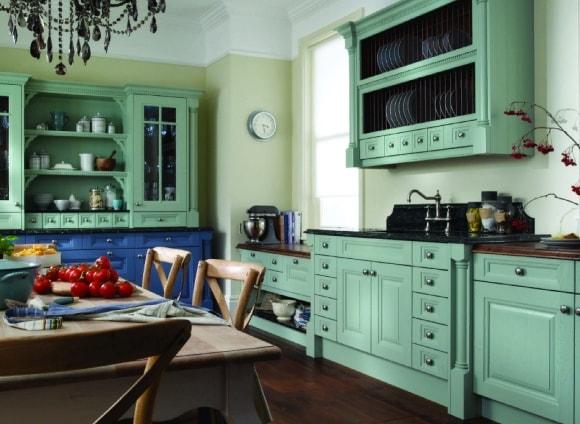 Кухня в стиле прованс с колерованными стенами