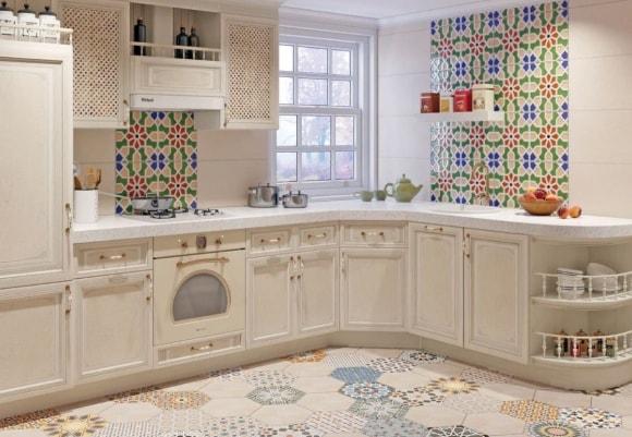 Кухня в стиле прованс с красивой плиткой
