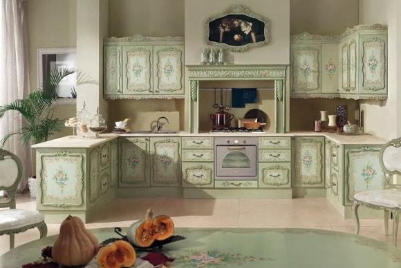 Кухня в стиле прованс с красивым декупажем