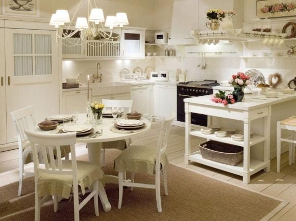 Кухня в стиле прованс с люстрой