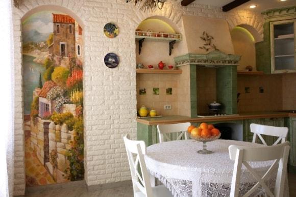 Кухня в стиле прованс с росписью стен