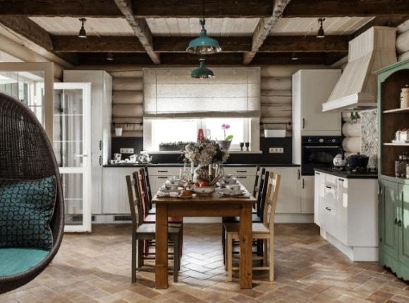Кухня в стиле прованс в доме из дерева