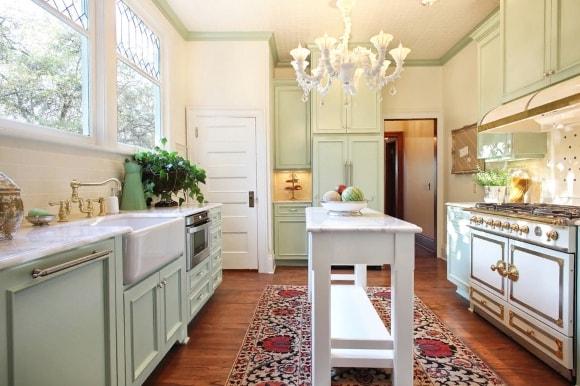 Островок в стиле прованс на кухне