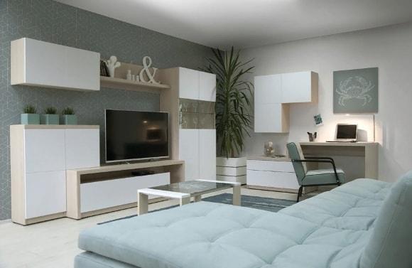 Белая матовая стенка в гостиной