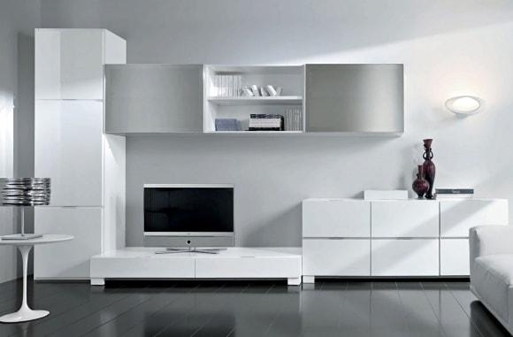 Белая матовая стенка в интерьере гостиной