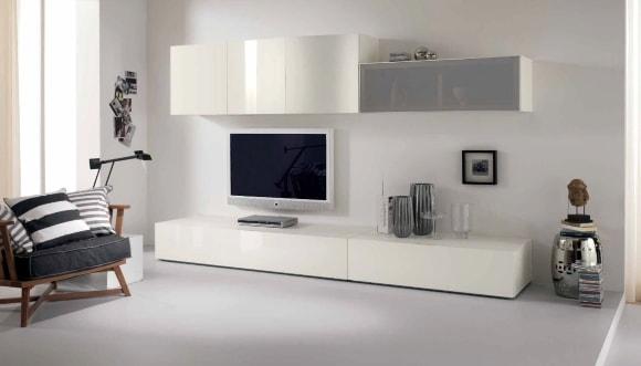 Современная белая глянцевая стенка в гостиной комнате