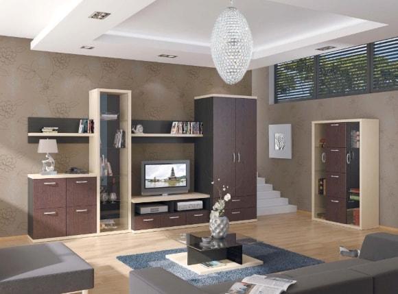 Современная стенка в гостиной комнате с переделанными фасадами