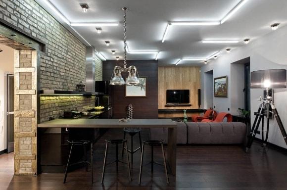 Кухня в стиле лофт с люстрой