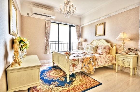 Прованская спальня бежевого цвета