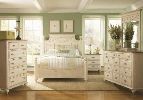 Прованская спальня с комодом