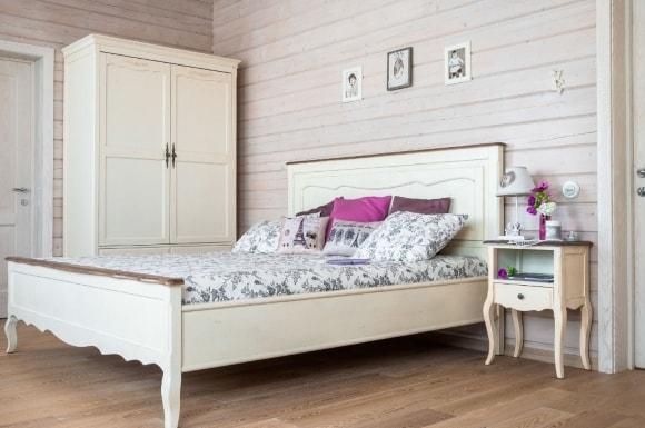 Прованская спальня с кроватью
