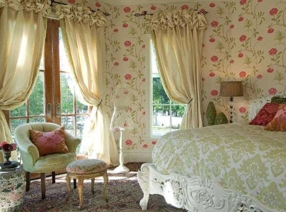 Прованская спальня с занавесками
