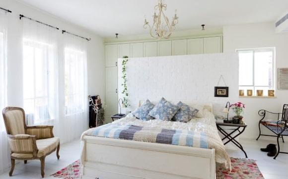 Спальня в стиле прованс в белых тонах