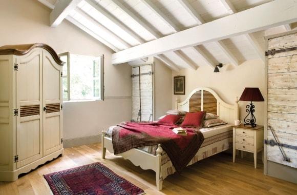 Прованская спальня на мансарде