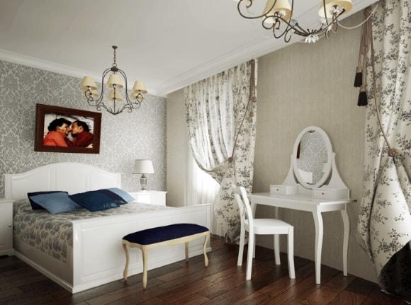 Спальня, отделанная в стиле прованс с люстрой