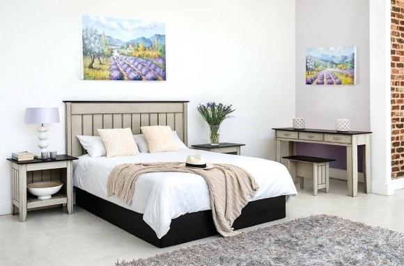 Спальня в стиле прованс с картиной