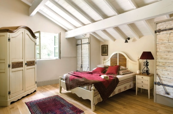 Спальня в стиле прованс с потолками