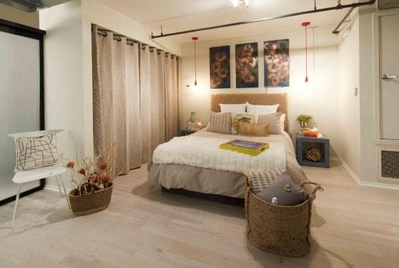 Спальня в стиле прованс, совмещенная с гардеробной