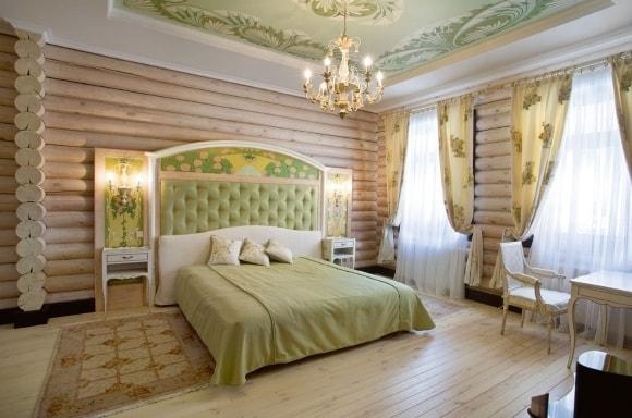 Спальня в стиле прованс в доме из дерева